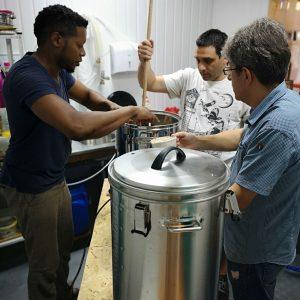 Ваучер за урок по пивоварство в класната стая на Направи си бира - идея за подарък за любителя на бира