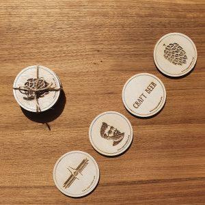 Комплект 4 гравирани дървени подложки за чаши, различни дизайни - крафт бира, магазин за домашния пивовар Направи си бира ООД